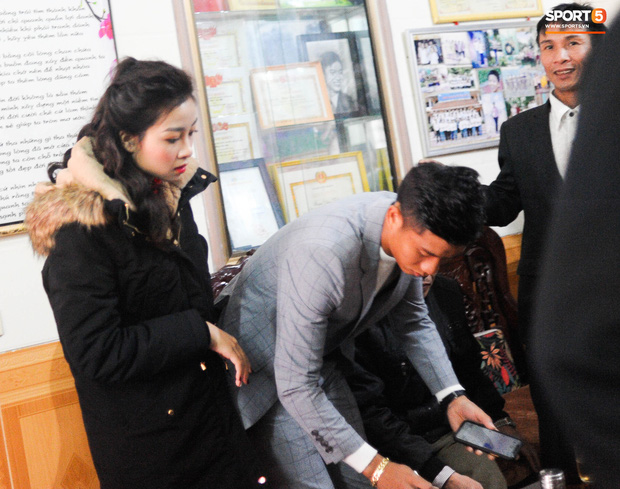 Giống Quỳnh Anh, Nhật Linh (vợ Văn Đức) mệt mỏi vì say xe khi vừa về nhà chồng - Ảnh 6.