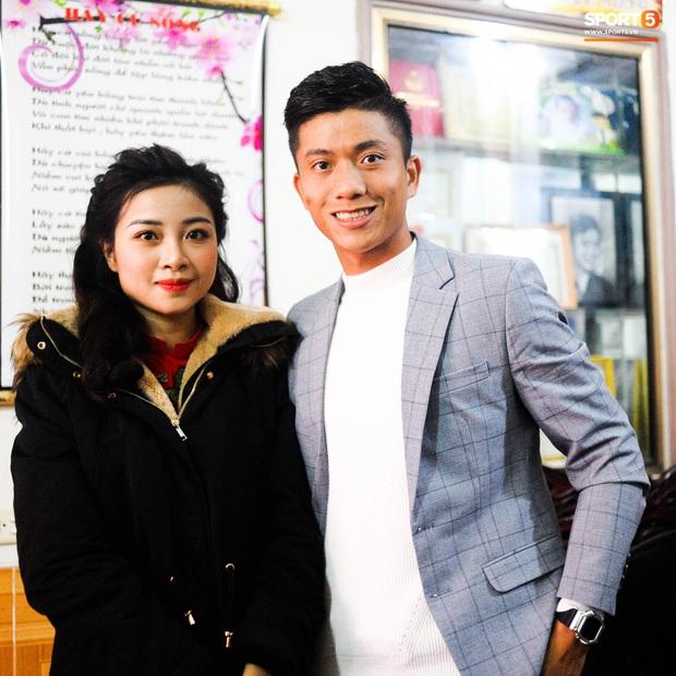 Giống Quỳnh Anh, Nhật Linh (vợ Văn Đức) mệt mỏi vì say xe khi vừa về nhà chồng - Ảnh 1.
