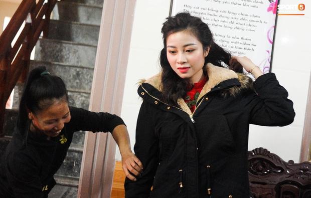 Giống Quỳnh Anh, Nhật Linh (vợ Văn Đức) mệt mỏi vì say xe khi vừa về nhà chồng - Ảnh 5.