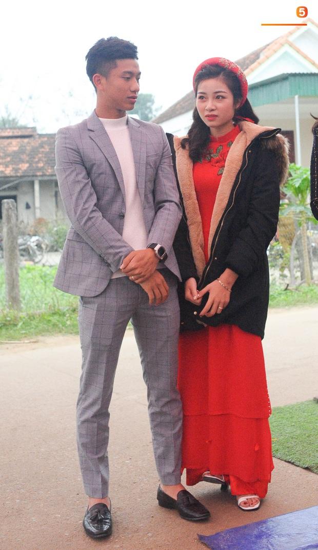 Cập nhật từ nhà Văn Đức: Ngôi sao ĐT Việt Nam động viên vợ xinh đẹp vượt qua cơn say xe, tươi cười đón khách đến mừng đám cưới - Ảnh 4.