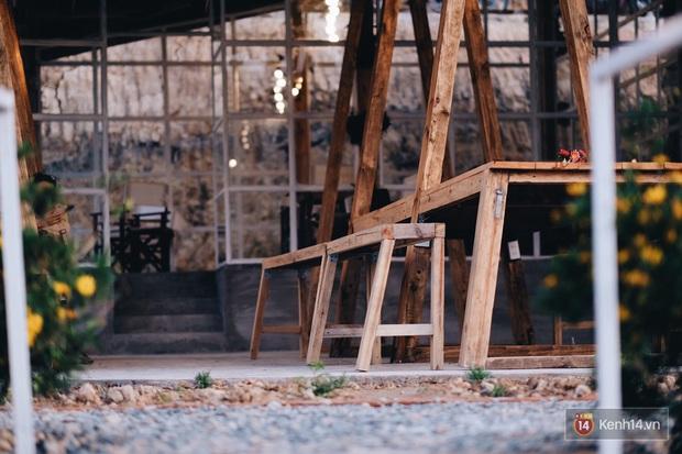 Quán cafe nổi tiếng ở Đà Lạt từng bị cháy rồi lại đóng cửa vì tranh chấp đất đã trở lại với diện mạo mới, thơ và tình chẳng kém trước kia - Ảnh 3.