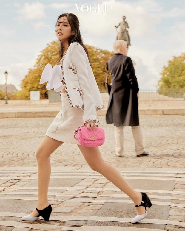 """Đầu năm đã đụng túi 79 triệu với """"Chanel sống"""" Jennie vậy mà Lan Ngọc vẫn nổi bật hết sức - Ảnh 3."""