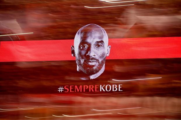 Huyền thoại Kobe Bryant nhận món quà tri ân ý nghĩa từ đội bóng yêu thích thuở nhỏ - Ảnh 6.