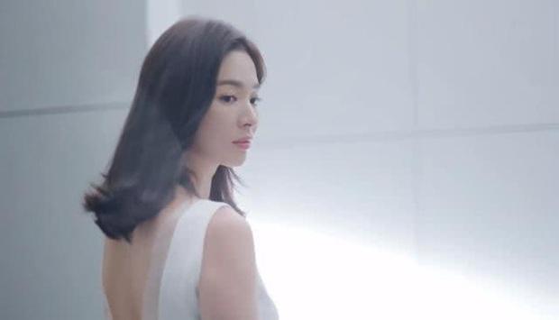 Hậu ly hôn Song Joong Ki, Song Hye Kyo hồi xuân, đẹp xuất sắc tới từng milimet trong clip quảng cáo - Ảnh 6.