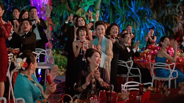 Gái Già Lắm Chiêu 3 VS. Crazy Rich Asians: Giống nhau concept xa hoa, mẹ chồng cùng xuất thân nhưng lại ghét con dâu; riêng đoạn kết gửi thông điệp khác phim gốc? - Ảnh 1.