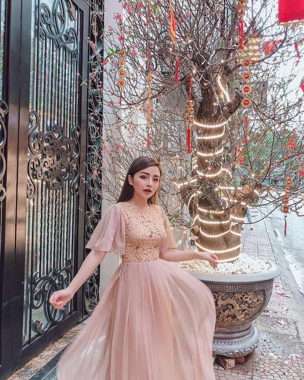 Street style Tết của hội hot girl sành mặc Instagram: Dù diện áo dài hay váy áo kiểu cách cũng đều sang chảnh, xinh tươi hết nút - Ảnh 12.
