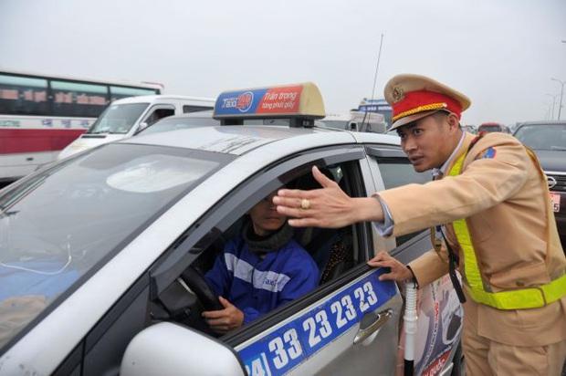 6 ngày nghỉ Tết, 2.298 ma men lái xe bị CSGT xử phạt - Ảnh 1.