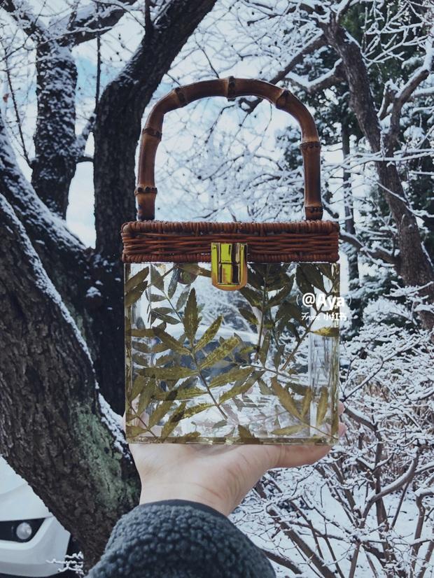 Chiếc túi chứa đựng cả khu rừng này đang hớp hồn các tín đồ thời trang  - Ảnh 4.