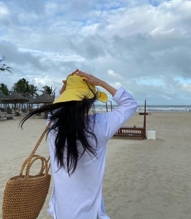 Lại thêm sao Hàn vi vu Việt Nam ngay đầu năm: Bạn gái G-Dragon Lee Joo Yeon đón năm mới ở Đà Nẵng, U35 mà trẻ trung bất ngờ - Ảnh 2.