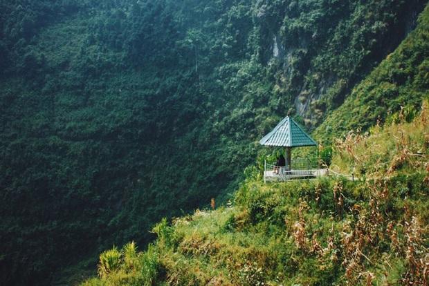 Cung đường đi bộ sát vách núi hiểm trở nhất Việt Nam: thử thách vô cùng hấp dẫn vì đẹp mê ảo - Ảnh 3.