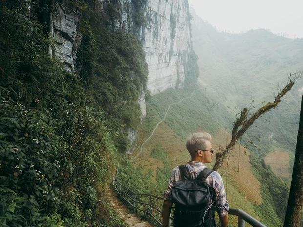 Cung đường đi bộ sát vách núi hiểm trở nhất Việt Nam: thử thách vô cùng hấp dẫn vì đẹp mê ảo - Ảnh 4.