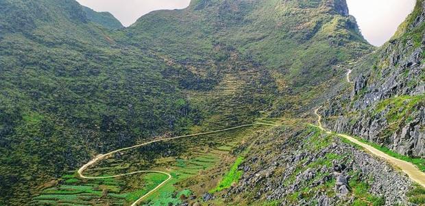 Cung đường đi bộ sát vách núi hiểm trở nhất Việt Nam: thử thách vô cùng hấp dẫn vì đẹp mê ảo - Ảnh 5.