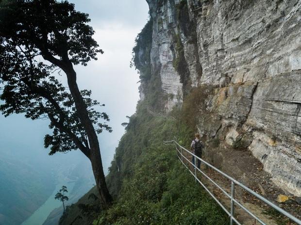 Cung đường đi bộ sát vách núi hiểm trở nhất Việt Nam: thử thách vô cùng hấp dẫn vì đẹp mê ảo - Ảnh 8.