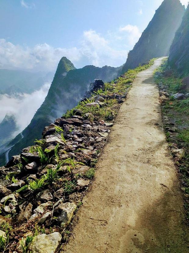 Cung đường đi bộ sát vách núi hiểm trở nhất Việt Nam: thử thách vô cùng hấp dẫn vì đẹp mê ảo - Ảnh 7.