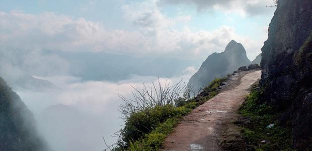 Cung đường đi bộ sát vách núi hiểm trở nhất Việt Nam: thử thách vô cùng hấp dẫn vì đẹp mê ảo - Ảnh 6.