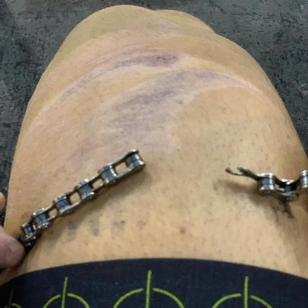 Anh chàng VĐV xe đạp khiến dân mạng sốc nặng khi khoe cơ đùi to khủng khiếp trên MXH, khỏe đến mức đạp đứt luôn cả xích - Ảnh 3.