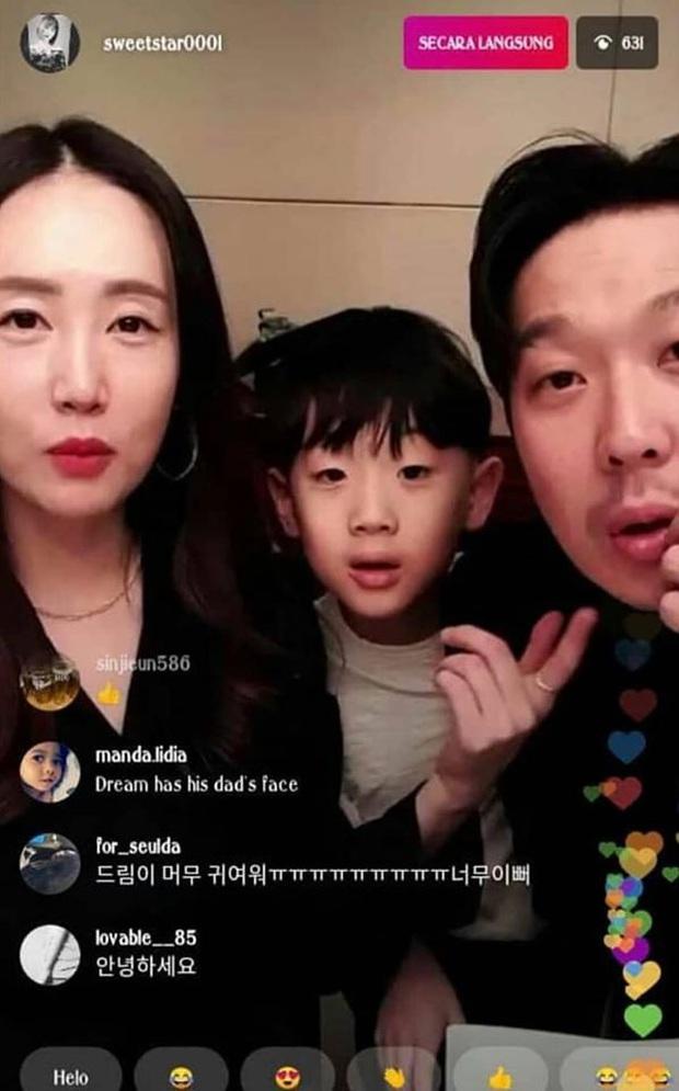 Cặp vợ chồng sao Running Man gây bão vì công khai 3 nhóc tỳ sau nhiều năm, fan choáng vì gen siêu trội của ông bố HaHa - Ảnh 1.