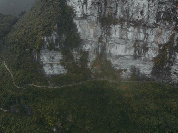 Cung đường đi bộ sát vách núi hiểm trở nhất Việt Nam: thử thách vô cùng hấp dẫn vì đẹp mê ảo - Ảnh 9.