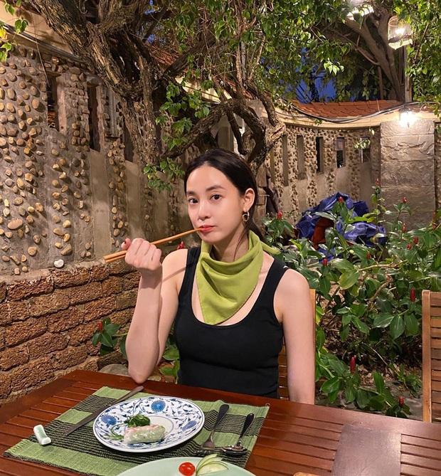 Lại thêm sao Hàn vi vu Việt Nam ngay đầu năm: Bạn gái G-Dragon Lee Joo Yeon đón năm mới ở Đà Nẵng, U35 mà trẻ trung bất ngờ - Ảnh 8.