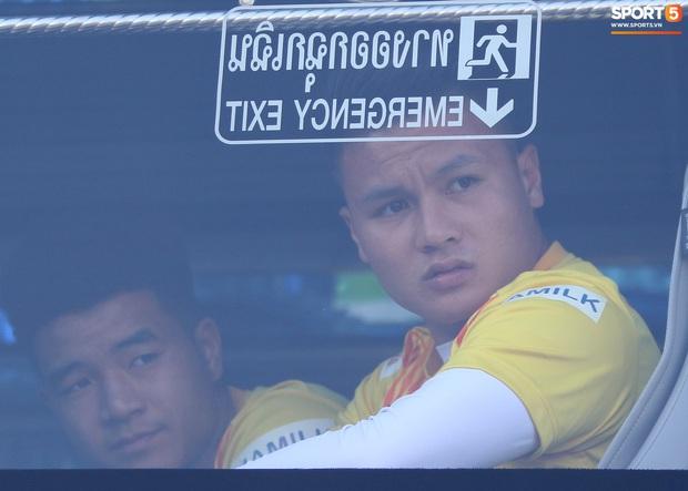U23 Việt Nam đấu U23 Bahrain: Đóng cửa kín bưng, đến cả cầu thủ cũng phải chờ nhận diện khuôn mặt mới được vào sân - Ảnh 2.