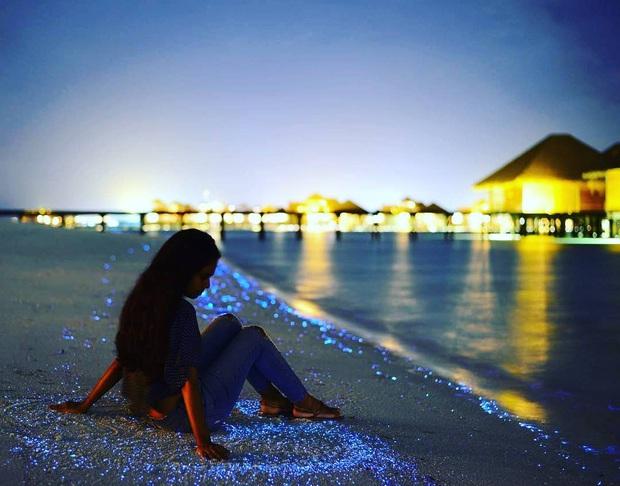 """Dân mạng nửa tin nửa ngờ trước """"bãi biển ngàn sao"""" đẹp như cổ tích ở Maldives, là có thật hay lại chiêu trò chỉnh ảnh câu like? - Ảnh 17."""