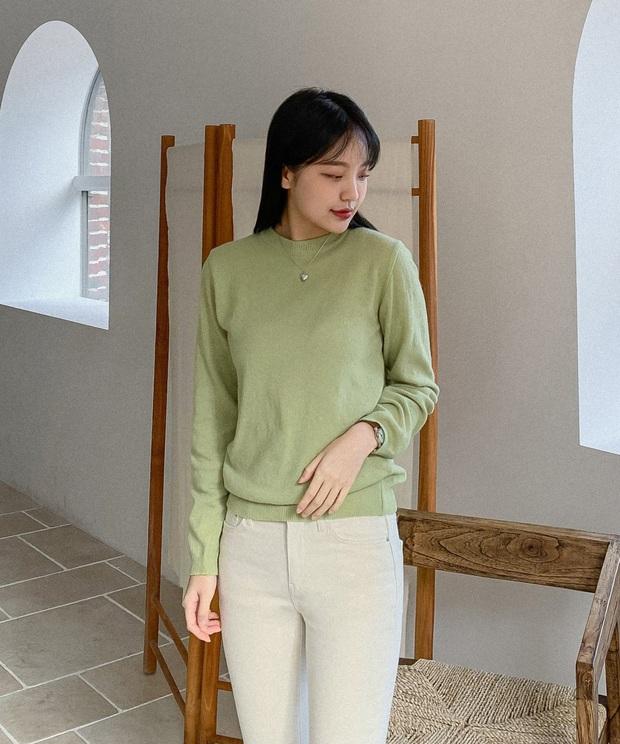 3 mẫu áo cần nhất lúc này: Mỏng nhẹ và giúp bạn đẹp xinh hút hồn trong tiết trời ấm áp - Ảnh 1.