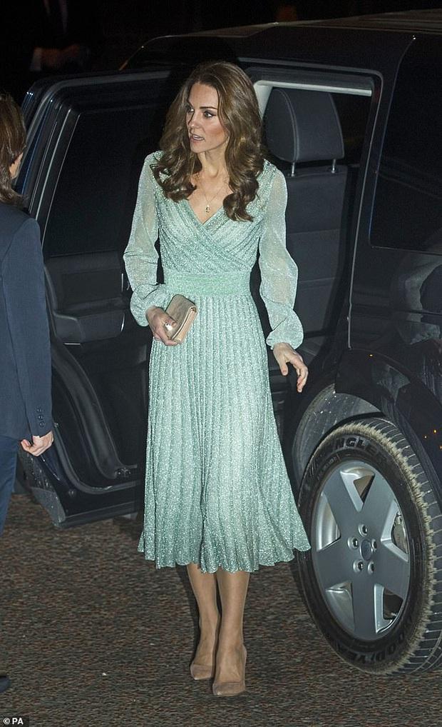 Nổi tiếng là tiết kiệm nhưng năm 2019 Công nương Kate chi tới 4,2 tỉ tiền mua quần áo, nhiều gấp đôi năm ngoái - Ảnh 1.