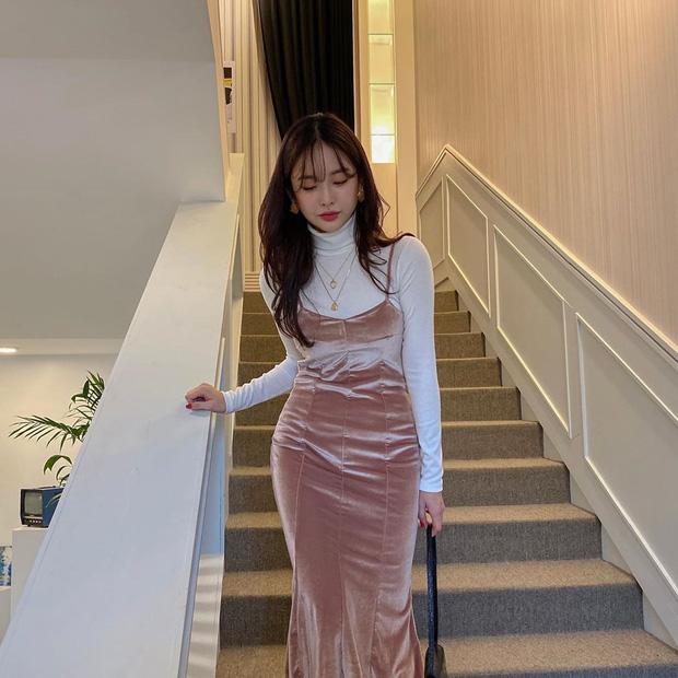 Váy áo nhung năm nay không hề đồng bóng mà còn tăng điểm sang chảnh cho chị em đến mức tối đa - Ảnh 1.