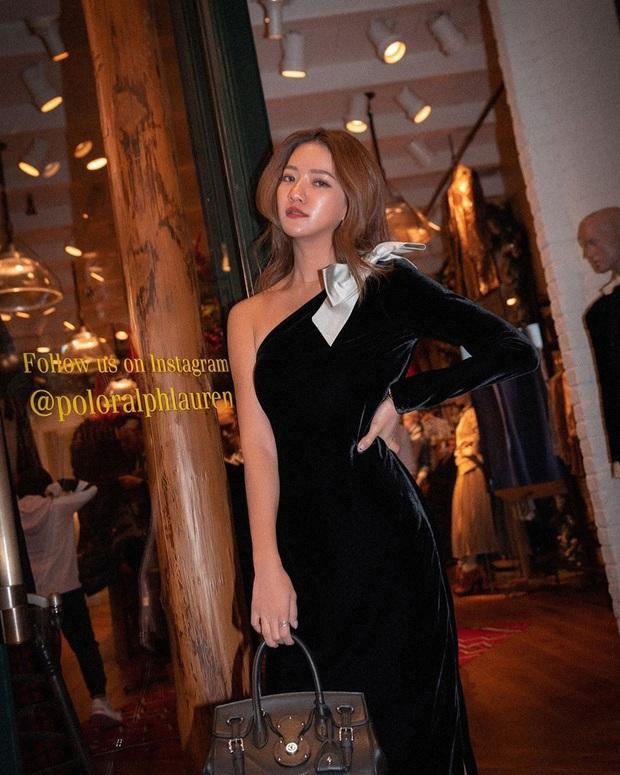 Váy áo nhung năm nay không hề đồng bóng mà còn tăng điểm sang chảnh cho chị em đến mức tối đa - Ảnh 15.