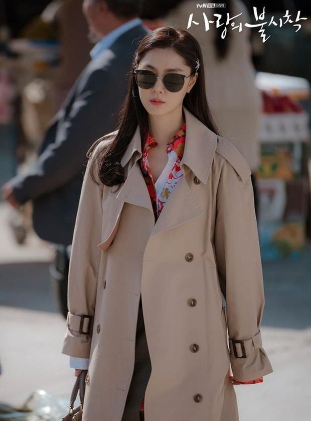 Crash Landing On You: Son Ye Jin đang bị hôn thê của Hyun Bin lấn lướt bằng style chanh sả, đúng chất tiểu thư Triều Tiên? - Ảnh 3.