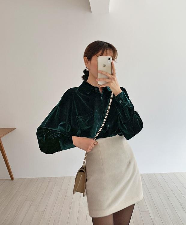 Váy áo nhung năm nay không hề đồng bóng mà còn tăng điểm sang chảnh cho chị em đến mức tối đa - Ảnh 3.