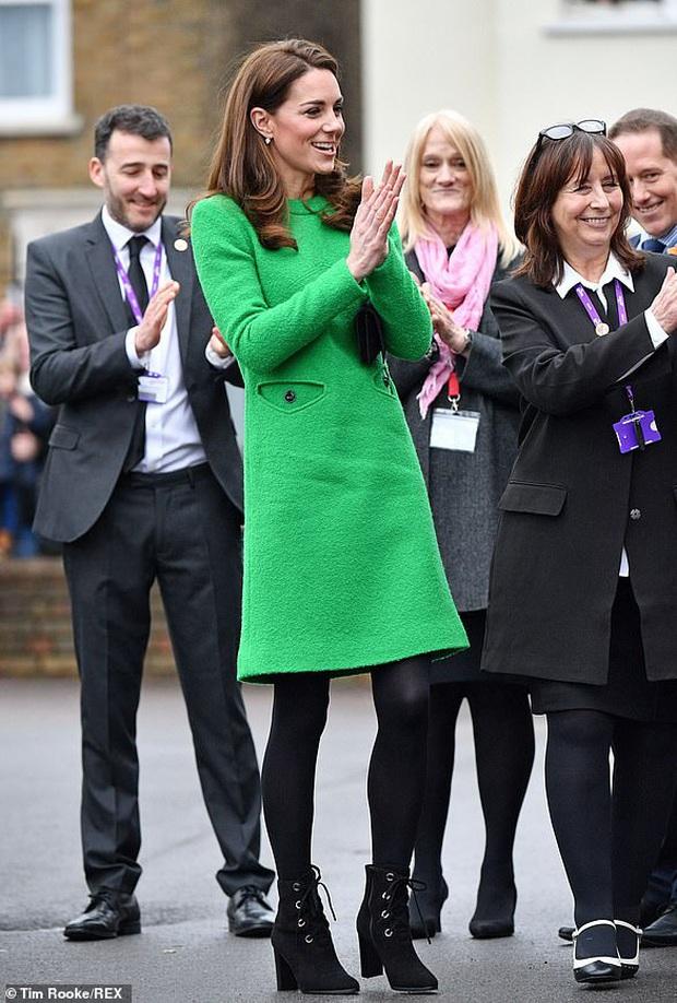 Nổi tiếng là tiết kiệm nhưng năm 2019 Công nương Kate chi tới 4,2 tỉ tiền mua quần áo, nhiều gấp đôi năm ngoái - Ảnh 4.