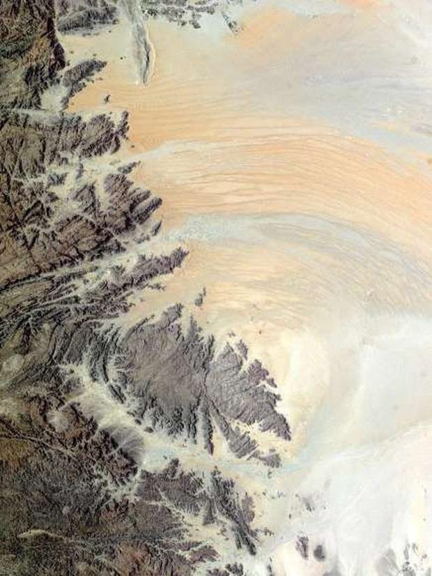 Trái Đất nhìn từ không gian qua những bức ảnh ấn tượng - Ảnh 5.