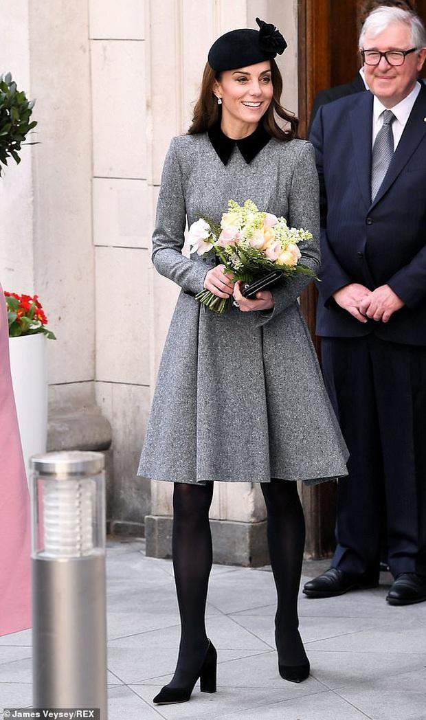 Nổi tiếng là tiết kiệm nhưng năm 2019 Công nương Kate chi tới 4,2 tỉ tiền mua quần áo, nhiều gấp đôi năm ngoái - Ảnh 9.