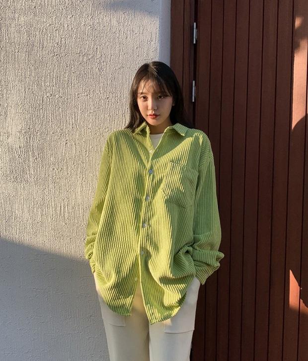 3 mẫu áo cần nhất lúc này: Mỏng nhẹ và giúp bạn đẹp xinh hút hồn trong tiết trời ấm áp - Ảnh 10.