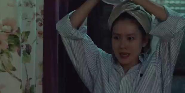 3 hạt sạn khó hiểu của Crash Landing On You: Chị đẹp Son Ye Jin tắm từ sáng đến tối mà vẫn chưa xong? - Ảnh 5.