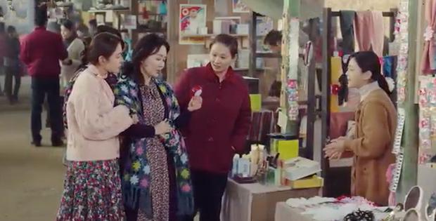 3 hạt sạn khó hiểu của Crash Landing On You: Chị đẹp Son Ye Jin tắm từ sáng đến tối mà vẫn chưa xong? - Ảnh 7.