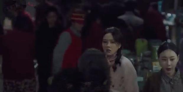 3 hạt sạn khó hiểu của Crash Landing On You: Chị đẹp Son Ye Jin tắm từ sáng đến tối mà vẫn chưa xong? - Ảnh 9.