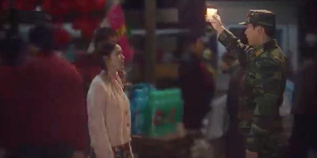 3 hạt sạn khó hiểu của Crash Landing On You: Chị đẹp Son Ye Jin tắm từ sáng đến tối mà vẫn chưa xong? - Ảnh 10.