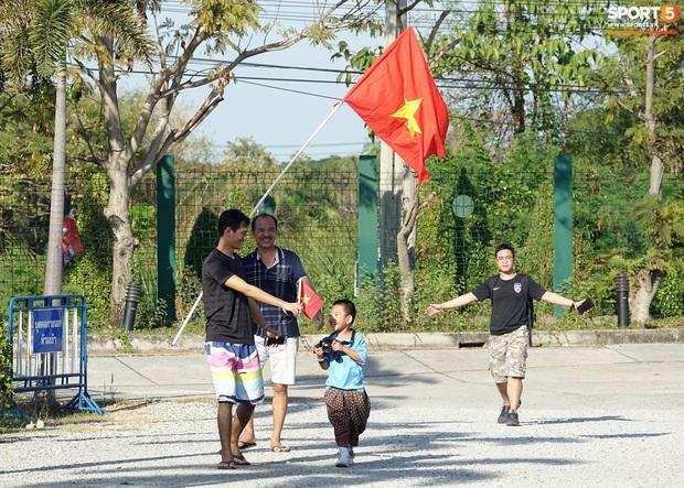 U23 Việt Nam đấu U23 Bahrain: Đóng cửa kín bưng, đến cả cầu thủ cũng phải chờ nhận diện khuôn mặt mới được vào sân - Ảnh 6.