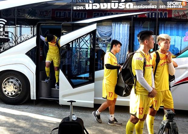 Quang Hải mặc áo không số và được đóng thế ở trận U23 Việt Nam đấu U23 Bahrain - Ảnh 2.