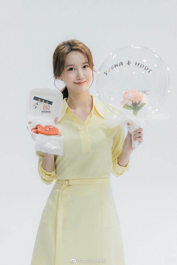Chung 1 chiếc váy: Song Hye Kyo bạo gan cắt ngắn cho trẻ trung, Yoona lại ghi điểm ngọt ngào tuyệt đối - Ảnh 1.