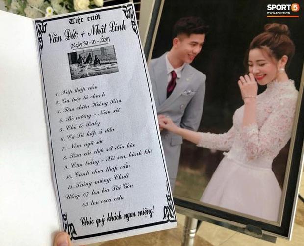 Soi thực đơn tiệc cưới Văn Đức - Nhật Linh: toàn món cỗ cưới giản dị và quen thuộc, ấn tượng nhất là món tráng miệng - Ảnh 1.