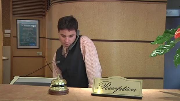 Muốn thông báo phòng mình có chuột nhưng lại không rành tiếng Anh, nam du khách nói 1 câu khiến nhân viên khách sạn phải bái phục! - Ảnh 5.