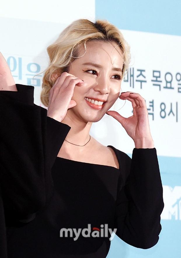 Yêu tinh hack tuổi Dara khoe body nuột bất ngờ hậu lễ Tết, JooE (MOMOLAND) gây tranh cãi với visual ảo tại sự kiện - Ảnh 6.