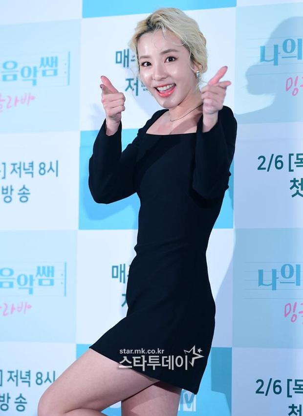 Yêu tinh hack tuổi Dara khoe body nuột bất ngờ hậu lễ Tết, JooE (MOMOLAND) gây tranh cãi với visual ảo tại sự kiện - Ảnh 5.