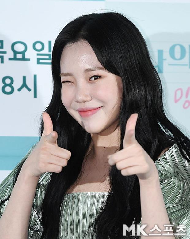 Yêu tinh hack tuổi Dara khoe body nuột bất ngờ hậu lễ Tết, JooE (MOMOLAND) gây tranh cãi với visual ảo tại sự kiện - Ảnh 2.