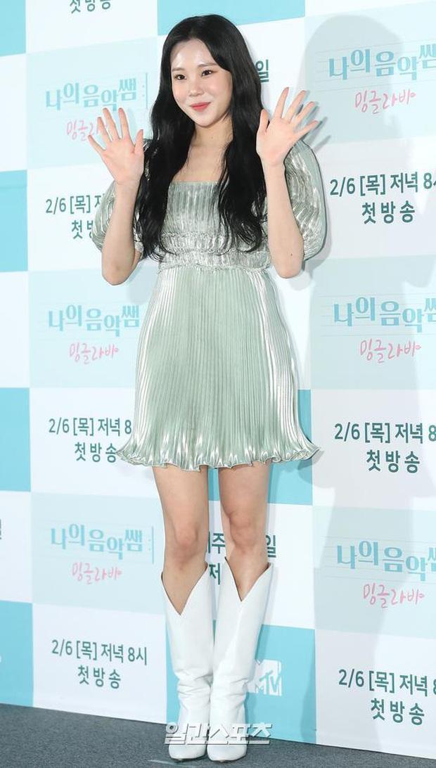 Yêu tinh hack tuổi Dara khoe body nuột bất ngờ hậu lễ Tết, JooE (MOMOLAND) gây tranh cãi với visual ảo tại sự kiện - Ảnh 1.