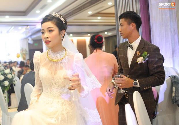 Văn Đức tiết lộ lý do vợ thay 3 chiếc váy cưới trong ngày trọng đại - Ảnh 6.