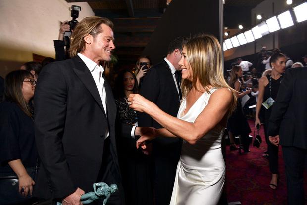 Khẳng định chỉ là bạn, Brad Pitt và Jennifer Aniston lại động thái ám muội trước màn tái ngộ huyền thoại - Ảnh 1.
